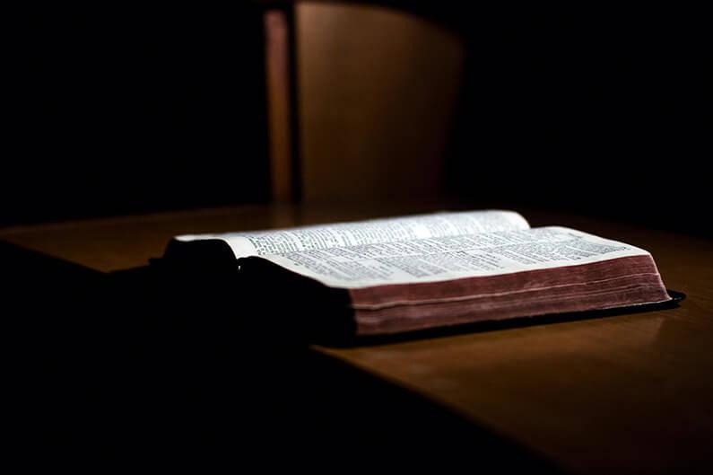 Att hålla fast vid Bibeln och bekännelsen